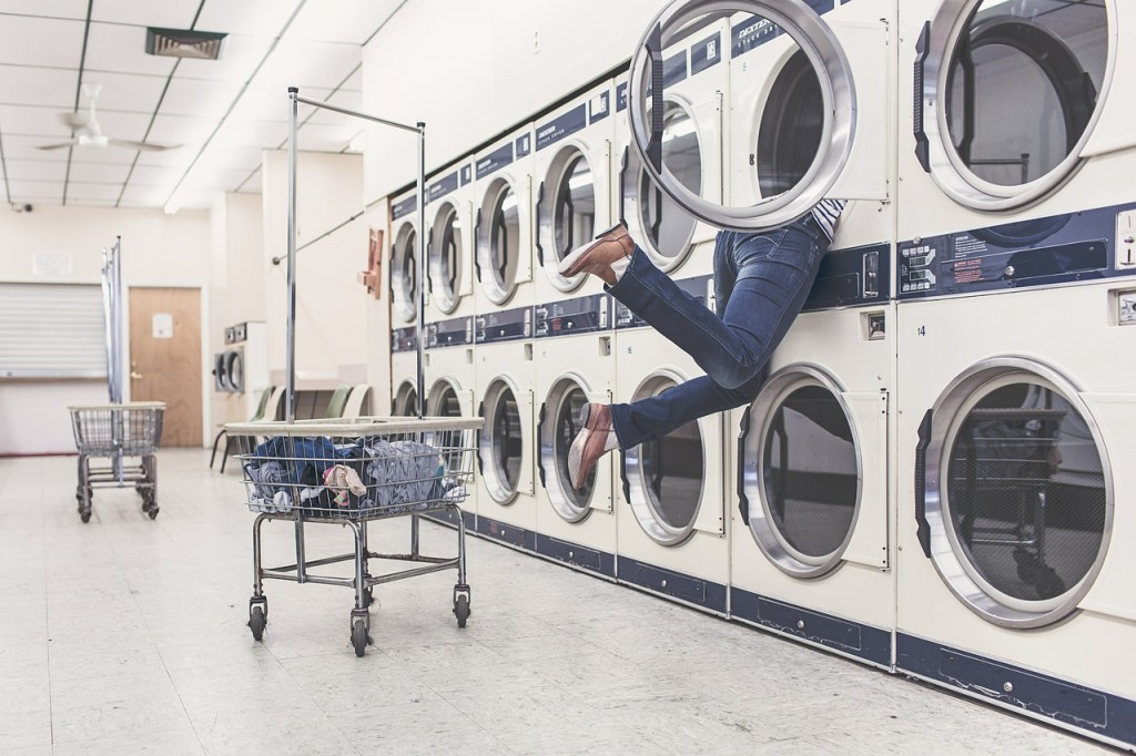 Woman stuck in dryer: Source Pixabay, Ryan McGuire under CC0 license.